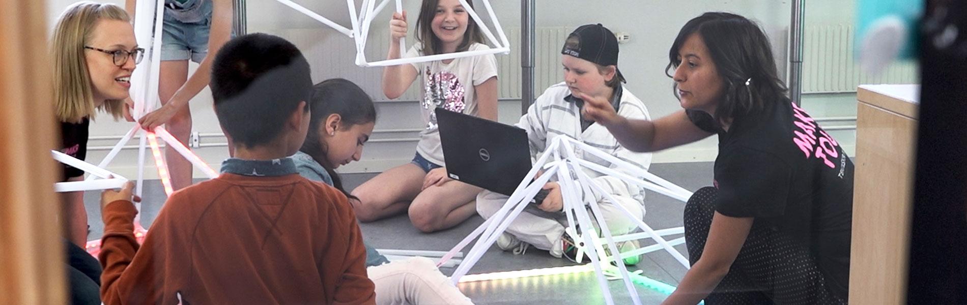 Barn kodar och bygger med Quirkboot
