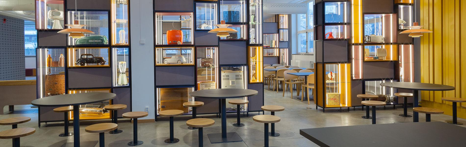 Ljust och fräscht matsäcksrum med spännande föremål